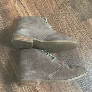 Steve Madden 6 suede taupe booties
